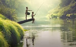 Фотография Реки Азиатка Рыбалка Мальчишка 2 Сидит ребёнок