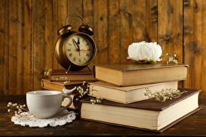 Фотография Натюрморт Пионы Часы Будильник Книги Чашка