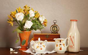 Картинка Натюрморт Розы Молоко Часы Альстрёмерия Ваза Бутылка Кувшин Цветы