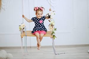 Обои Качели Девочки Платье Дети картинки