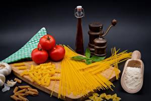 Картинка Томаты Мука Разделочная доска Макароны Пища
