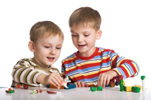 Фотографии Игрушки Двое Мальчики Руки Играет ребёнок