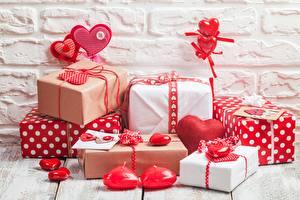 Картинка День всех влюблённых Подарки Сердечко