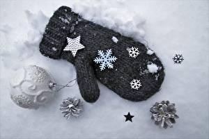 Фотография Зимние Снег Варежки Звездочки Снежинки Шарики