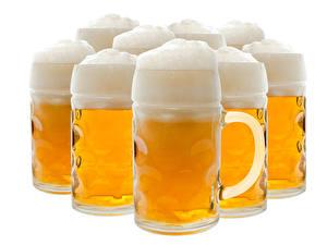 Фото Пиво Крупным планом Белый фон Кружка Пена Пища