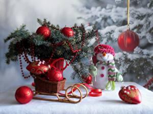 Фото Ветвь Шар Сани Корзинка Лента Снеговики Шапки Шарф Улыбка