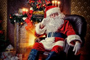 Фотографии Свечи Пламя Кресло Дед Мороз Сидящие Шапки Борода Очки Подарки