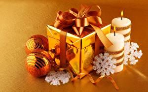 Фотография Свечи Пламя Бантик Подарки Шар Снежинки Золотой