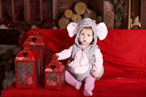 Обои Рождество Мальчишки Униформе Фонарь ребёнок