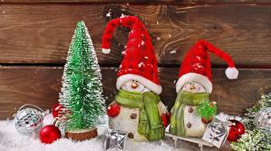 Фотографии Новый год Новогодняя ёлка Снеговики Двое Шапки Шарф