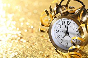 Картинки Новый год Часы Циферблат Будильник Крупным планом