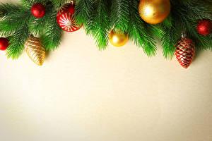 Картинка Новый год Цветной фон Ветвь Шар