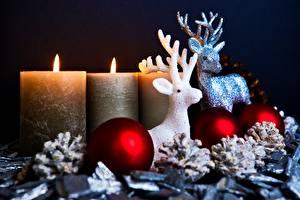 Обои Новый год Олени Свечи Огонь Рога Шарики Шишки