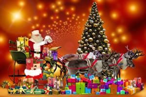 Фотографии Рождество Олени Елка Подарки Санки Дед Мороз Шарики животное
