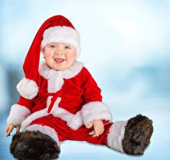 Фотографии Рождество Младенца Униформа Шапка Улыбается ребёнок