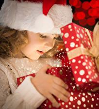 Картинки Рождество Девочки Подарки Ребёнок