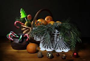Фото Рождество Мандарины Орехи Сладости Корзина Ветвь Шарики