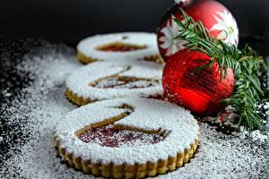Картинка Новый год Выпечка Печенье Сахарная пудра Шарики Продукты питания