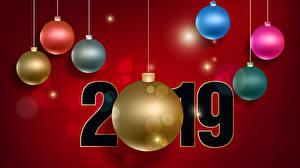 Обои Новый год Красном фоне 2019 Шарики