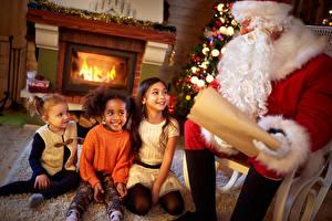 Фото Рождество Санта-Клаус Борода Девочки Улыбка Дети