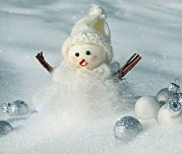 Картинки Рождество Снеговики Шар Снег Шапки