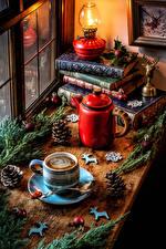 Обои Рождество Натюрморт Чайник Керосиновая лампа Кофе Ветвь Книга Чашке Шишки Шар Пища