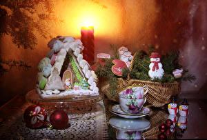 Фотография Рождество Натюрморт Выпечка Здания Печенье Ветки Чашка Корзинка Снеговики Шарики Пища