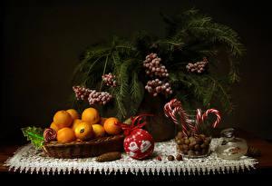 Обои Рождество Натюрморт Сладости Мандарины Орехи Ягоды Ветвь