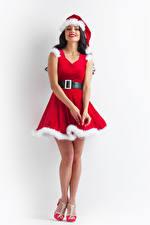 Фотографии Новый год Белый фон Брюнетка Униформа Улыбка Платье Шапки Девушки