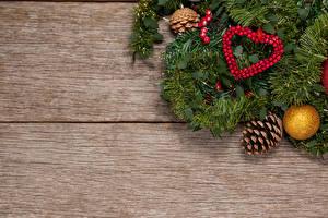 Фото Рождество Доски Ветки Шишки Шар Сердечко