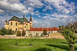 Картинка Чехия Храм Монастырь Газон Litomysl Monastery