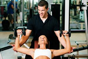 Картинки Фитнес Мужчины 2 Улыбка Гантели Спорт
