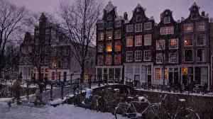 Картинка Здания Зимние Мосты Нидерланды Амстердам Снегу город