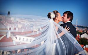 Картинки Мужчины Влюбленные пары Свадьба Вдвоем Поцелуи Жениха Невеста девушка