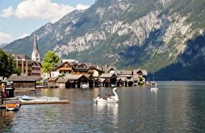 Картинка Горы Здания Лодки Пирсы Озеро Австрия Халльштатт Утес Альпы Gmunden County Природа Города