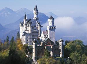 Картинка Нойшванштайн Германия Осень Гора Замок Бавария город