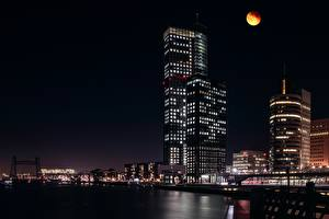 Фотографии Роттердам Нидерланды Небоскребы Ночь Луна Города