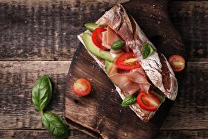Обои Сэндвич Хлеб Ветчина Томаты Доски Разделочная доска Продукты питания