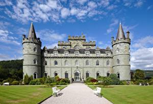 Фотографии Шотландия Замки Башни Скамья Газон Тропа Inveraray Castle город