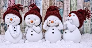 Обои Снег Снеговики Шапки
