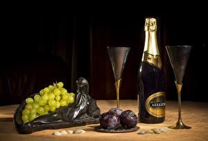 Фото Натюрморт Вино Виноград Бутылки Бокалы Еда