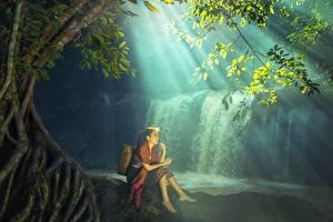 Фотографии Водопады Азиаты Сидящие Красивые