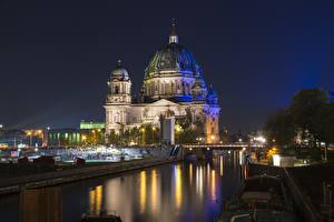 Картинки Берлин Германия Мост В ночи Уличные фонари Купол Reichstag