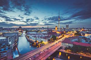 Картинки Берлин Германия Рассветы и закаты Вечер Здания Речка Мосты город