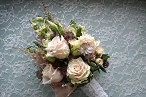 Картинки Букеты Розы Лизантус Бутон Цветы