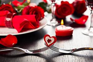 Картинки Свечи Пламя Роза День всех влюблённых Сердечко Вилка столовая
