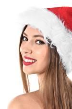 Фотография Новый год Белый фон Шатенка В шапке Смотрит Зубы Улыбается Девушки