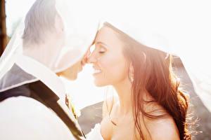 Фото Любовники Мужчина Свадьба Жениха Невеста Шатенка Улыбка Две молодые женщины
