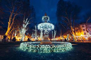 Фотография Хорватия Здания Фонтаны Вечер Городская площадь Электрическая гирлянда Уличные фонари Zagreb