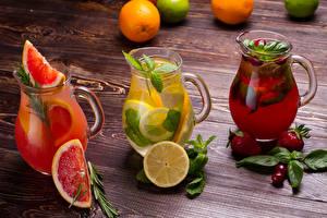 Обои Напитки Грейпфрут Лимоны Клубника Черешня Лимонад Доски Кувшин